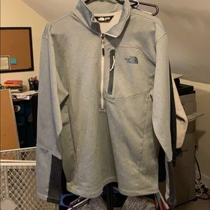 Mens large North face 1/2 zip up pullover
